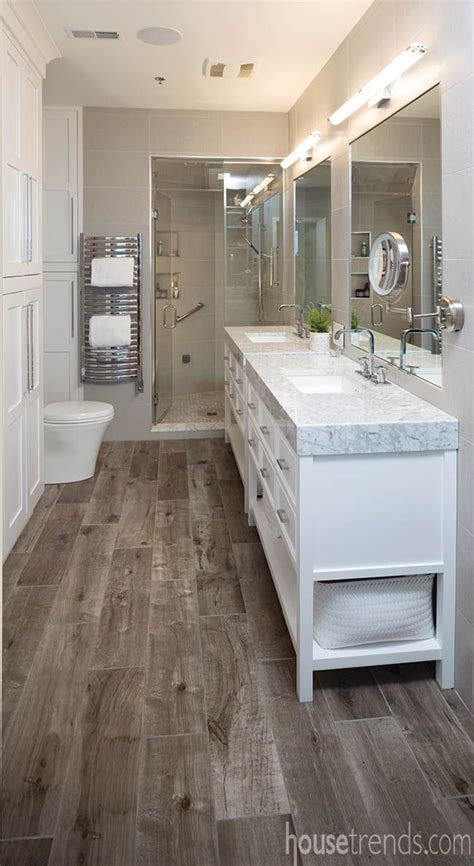 Master Bathroom Tile Ideas by 25 Best Ideas About Wood Floor Bathroom On