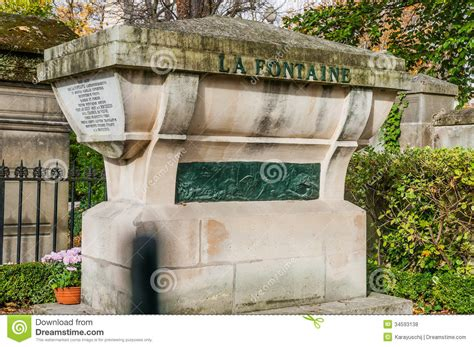rue de la chaise tombe de la fontaine en pere lachaise cemetery photo stock