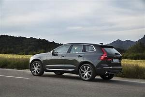 New Volvo XC60 D5 Pine Grey Driving Footage - Volvo Car