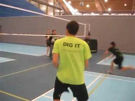 teknik smash bola voli