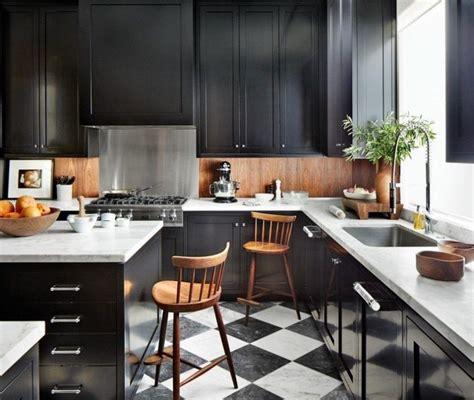 credence cuisine noir et blanc la cuisine bois et noir en 50 exemples de déco intrigants