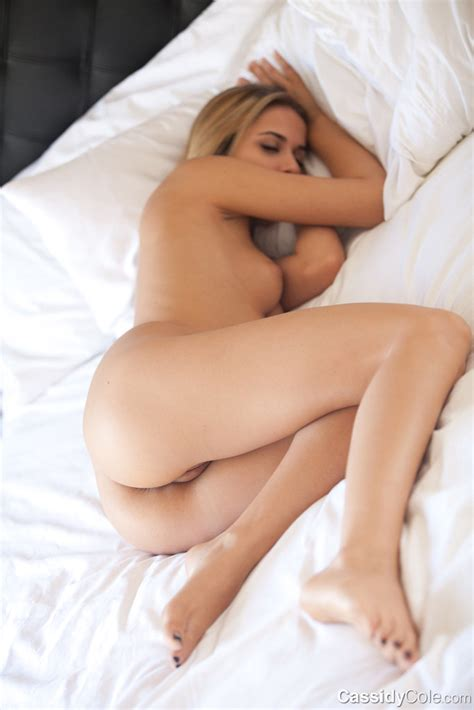 Nude Cassidy Cole Showing Sexy Pussy On A Bed