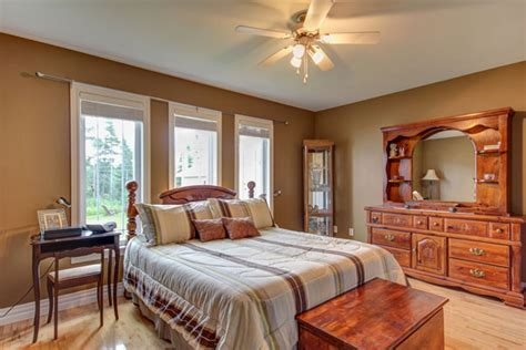 what color paint goes with brown furniture bedroom paint