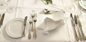 Tisch Eindecken Gastronomie : besteck anordnen so decken sie den tisch richtig ~ Heinz-duthel.com Haus und Dekorationen