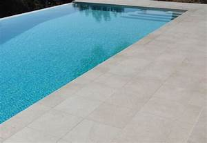Travertin Exterieur Piscine : dallage piscine en pierres naturelles beige dallage pinterest dallage piscine dallage et ~ Nature-et-papiers.com Idées de Décoration
