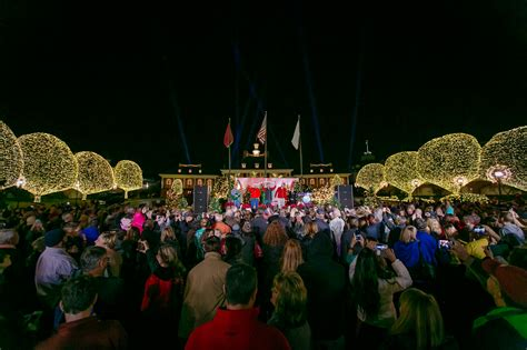 christmas lighting ceremony hotel gm speech a country at gaylord opryland returns with 2 3 million lights
