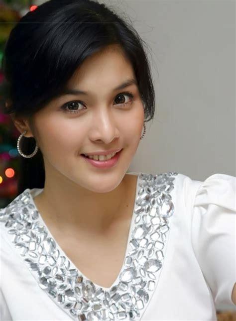 Sandra Dewi From Indonesia In Bugil Fake Photos