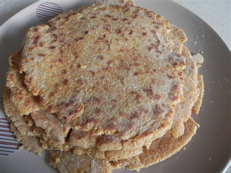 The romans dined on roast pork in spicy sauces, snacked on cheese with dates and nuts, ate omelettes with mushrooms, and enjoyed desserts you don't have to prepare and cook a giraffe or a flamingo to have an ancient roman meal. Ancient roman flat bread   Lunchbox