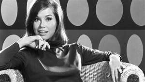 Mary Tyler Moore - Actress - Biography.com