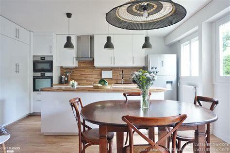 plan de cuisine ouverte sur salle a manger une cuisine ouverte sur la salle 224 manger toute de blanc et de bleu essonne adc l atelier d 224