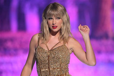 Taylor Swift Is Re-Recording Her Hits: Here's What She ...