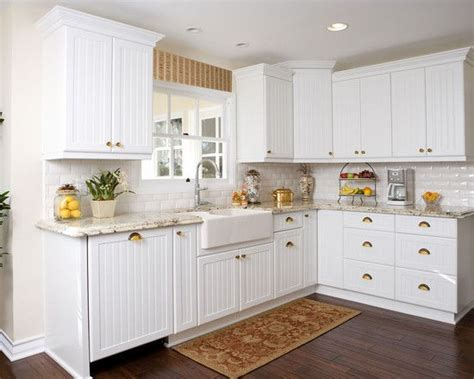 Beadboard Wallpaper On Laminate Cabinets : Interior Design, Captivating Traditional Kitchen With