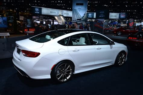 mopar kitted chrysler 200s flaunts fresh goods at chicago