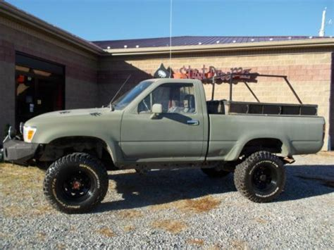 Sell Used 1992 Toyota Pickup Bear Hunting Offroad In