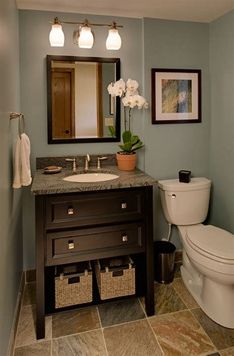 Great Colors For Small Bathrooms by Best 25 Small Bathroom Makeovers Ideas Only On