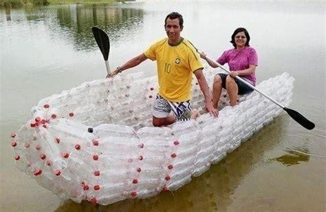 cuisine pratique et fonctionnelle barques et radeaux fabriqués en bouteilles plastique