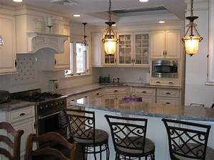 traditional / elegant kitchen dining room combination