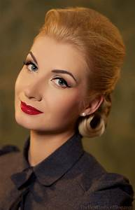 1960's updo hairstyles women - Google Search   Miracle on ...