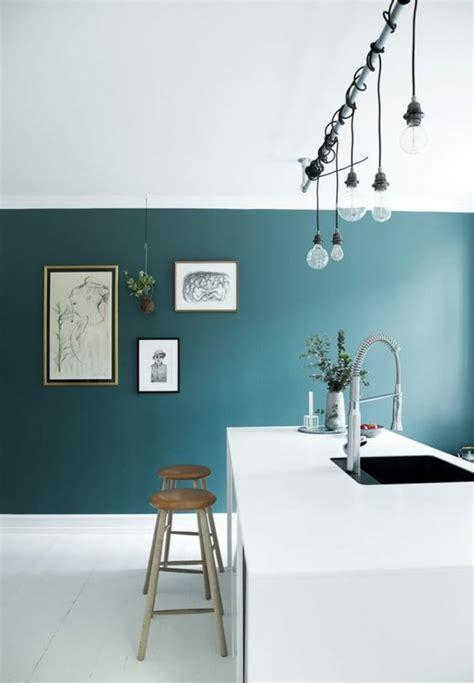 mur cuisine bleu 1001 idées pour une cuisine bleu canard les intérieurs