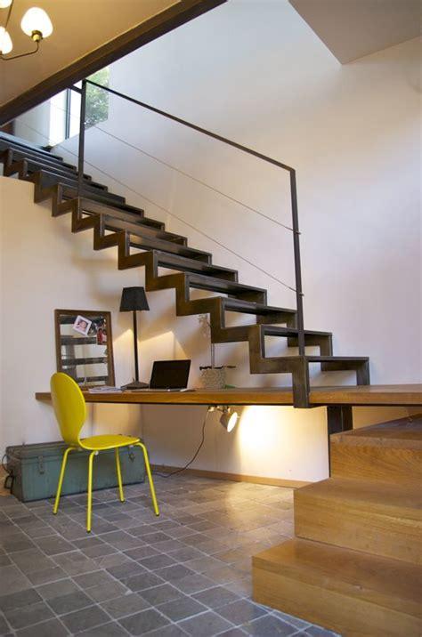 bureau intégré escalier à crémaillère métal et bois avec bureau intégré