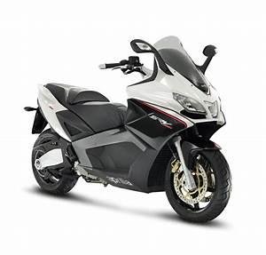 Scooter Aprilia 850 : anteprima maxi scooter aprilia srv 850 a spazio broletto ~ Medecine-chirurgie-esthetiques.com Avis de Voitures