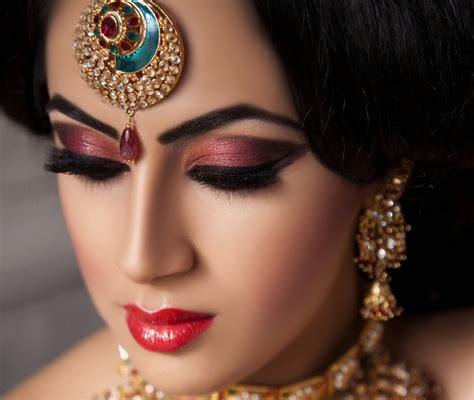 people  wear makeup  tired  hearing