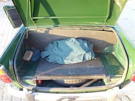 05 coffre triumph tr4 a irs 1965 vert anglais classic car