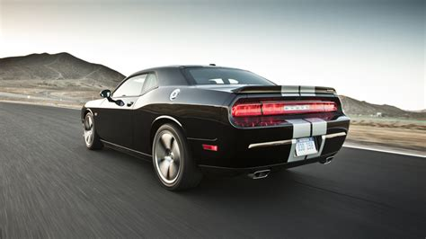 2013 Dodge Challenger Srt8 by 2013 Dodge Challenger Srt8 Vs Charger Bee