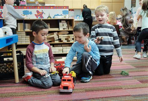 cooperative preschool brings parents into the classroom 606 | CTY olivet16p 4