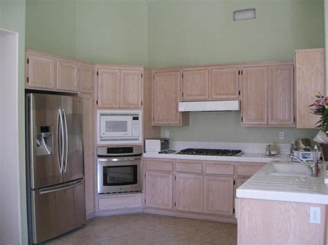 wall color for oak cabinets best color floor with oak cabinets modern home design