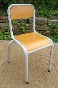 Chaise D école : anciennes chaises d 39 cole primaire structure metal assise en bois ~ Teatrodelosmanantiales.com Idées de Décoration