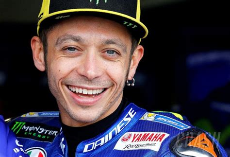 MotoGP: Valentino Rossi re-signs for Yamaha