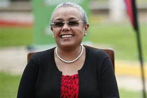 Short hair and the Kenyan woman - Classic 105