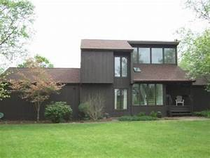 House Color Ideas Sought For 1980s Modern Home