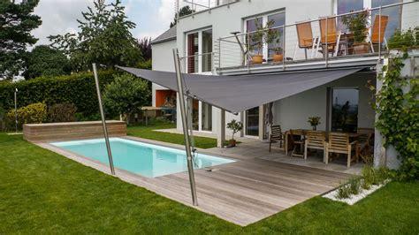 Pool Mit Holzterrasse by Dieser Pool Mit Angrenzender Holzterrasse Wurde Mit Einer