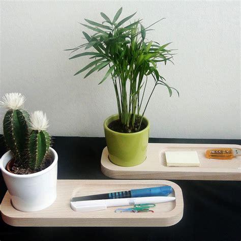plateau bois avec plante au bureau objet publicitaire nature