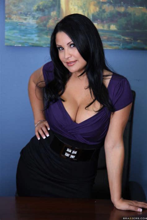 Big Tits Nude Business Woman Sophia Lomeli Enjoys Licking