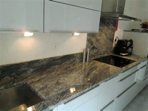 cuisine en granit cuisine crdence classique fonce en granit