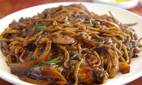 cuisiner nouilles chinoises nouilles chinoises sautées au poulet aux légumes marmite