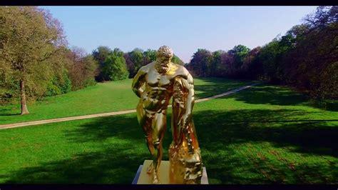 Dans Le Jardin by La Statue D Hercule Dans Le Jardin Du Ch 226 Teau De Vaux Le