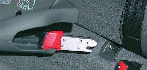 fixation siege auto siège auto isofix vs ou ceintures de sécurité que