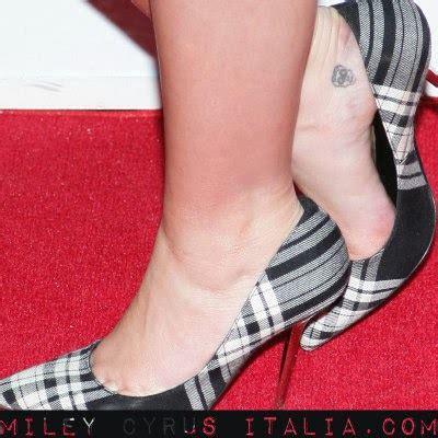 Tatuaggio Interno Caviglia Tutti I Tatuaggi Di Miley Cyrus Foto Pi 249 Significato