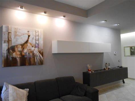 faretti soggiorno illuminazione soggiorno con faretti sistema di