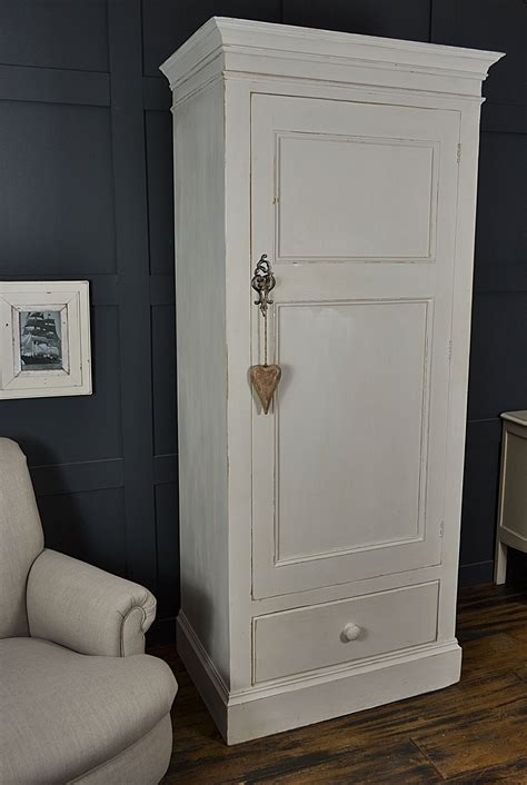 Single White Wardrobe by Best 25 Single Wardrobe Ideas On Fitted