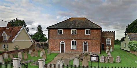Haus In England Zu Verkaufen  Mit Friedhof Im Garten