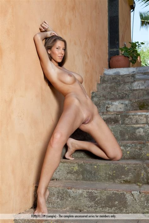 Lizzie Ryan Perfect Naked Body Outside
