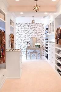 Begehbarer Kleiderschrank Mit Schminktisch : dress for success der begehbare kleiderschrank ist ein muss ~ Markanthonyermac.com Haus und Dekorationen