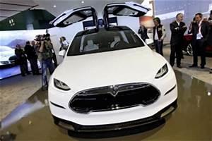 Tesla Porte Papillon : tesla premi re apparition publique du suv lectrique model x d troit ~ Nature-et-papiers.com Idées de Décoration
