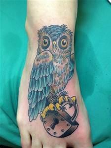 Tattoo Auf Dem Fuß : tat20 eule auf dem fuss tattoos von tattoo ~ Frokenaadalensverden.com Haus und Dekorationen