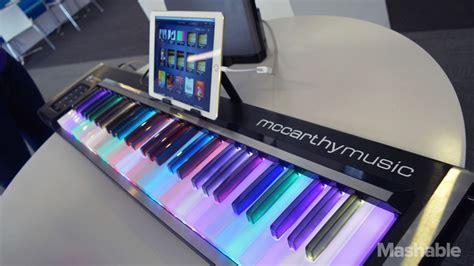 learning  piano   fun   illuminating pianos flashy keys